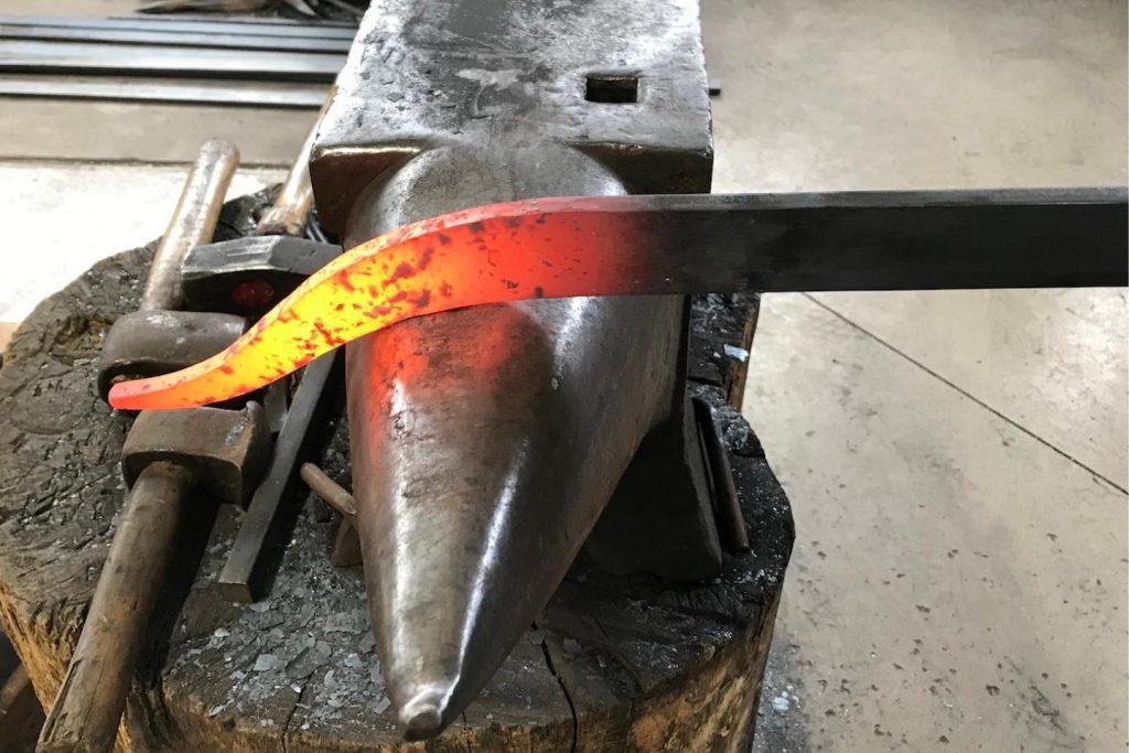 Pièce de métal à la forge