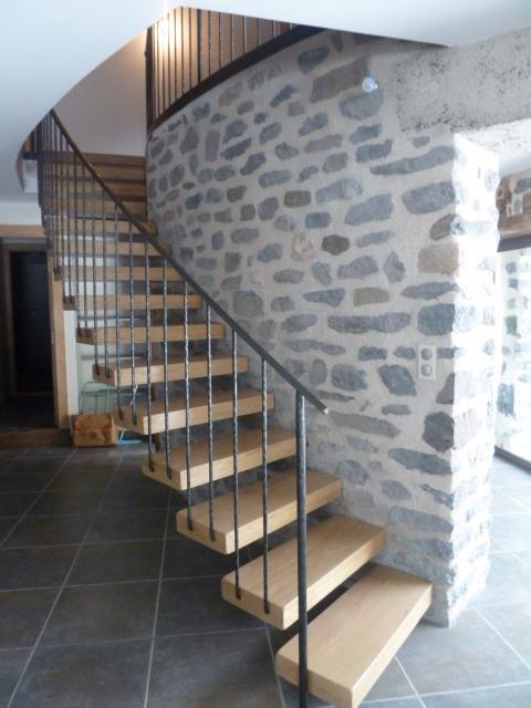 Escalier cintré tournant avec marches suspendus